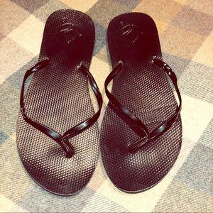 🍾 5/$20 Black patent Reef flip flops